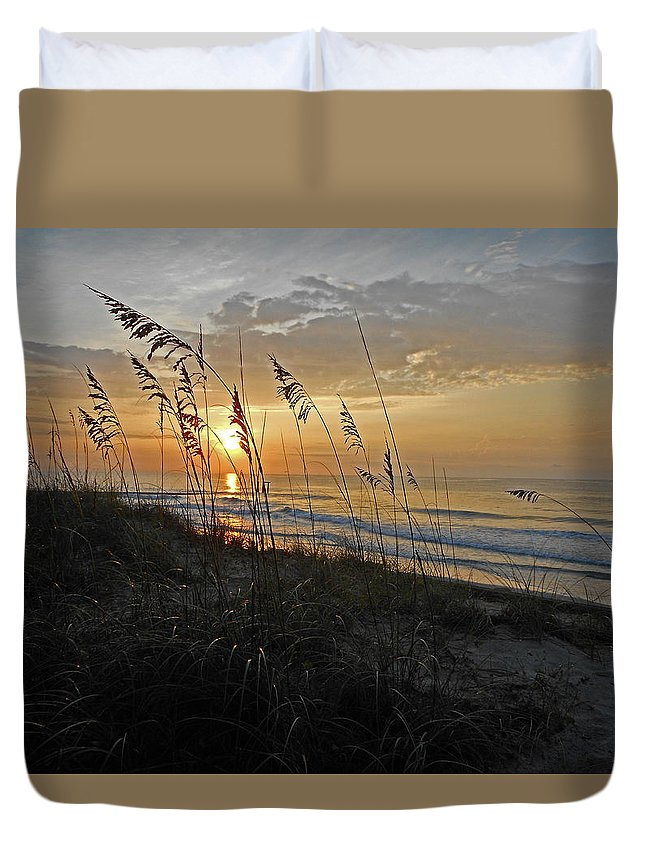 Sunrise Duvet Cover featuring the photograph Garden City Morning by Edward Kennair