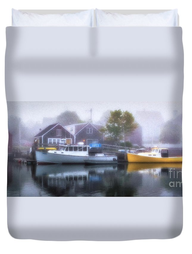 Portsmouth Duvet Cover featuring the photograph Genos In The Fog by Scott Thorp