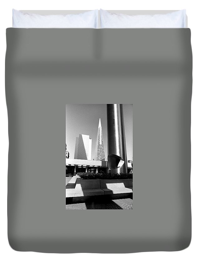 Cityscapes Duvet Cover featuring the photograph Geometry In Action by Norman Andrus
