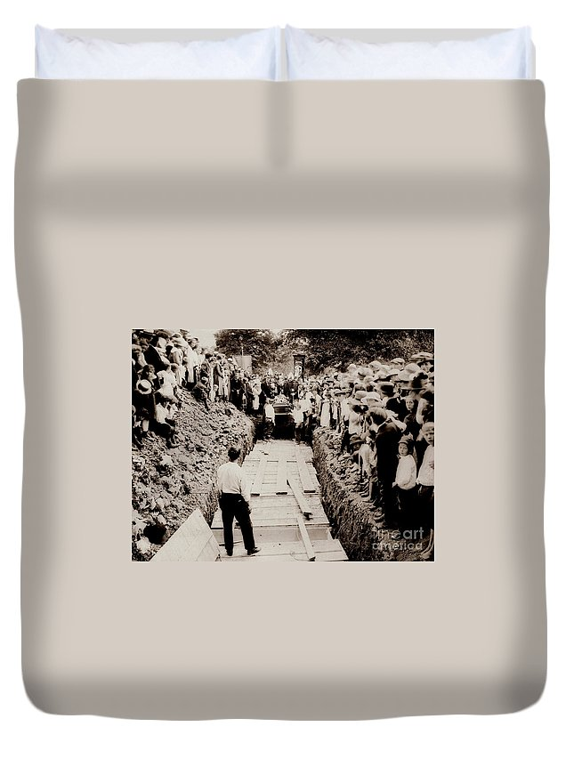 Common Grave Duvet Cover featuring the photograph Georgetown Section Of Wilkes Barre Twp. June 5 1919 by Arthur Miller