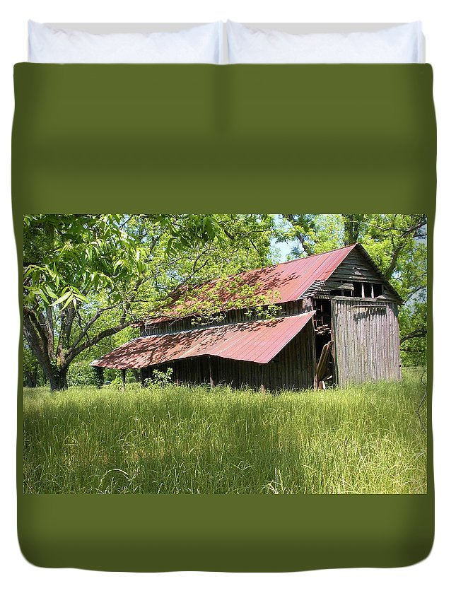 Barn Duvet Cover featuring the photograph Georgia Barn by Nelson Strong