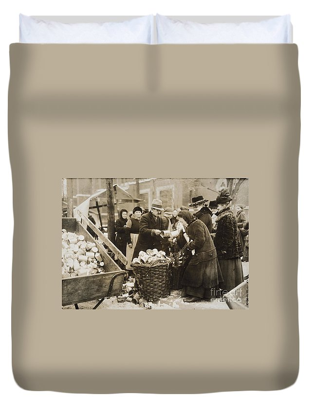 1923 Duvet Cover featuring the photograph Germany: Inflation, 1923 by Granger