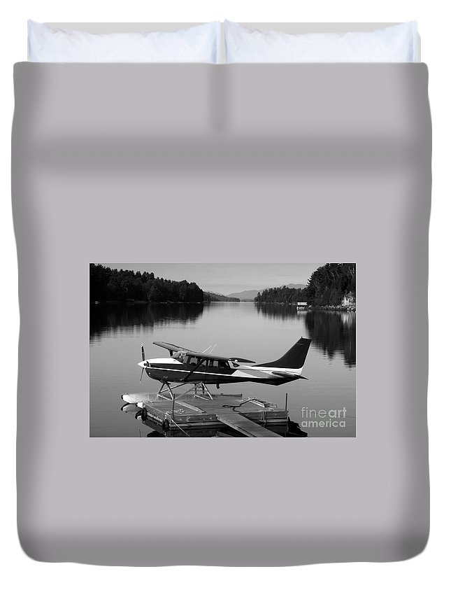 Float Plane Duvet Cover featuring the photograph Getting Away by David Lee Thompson