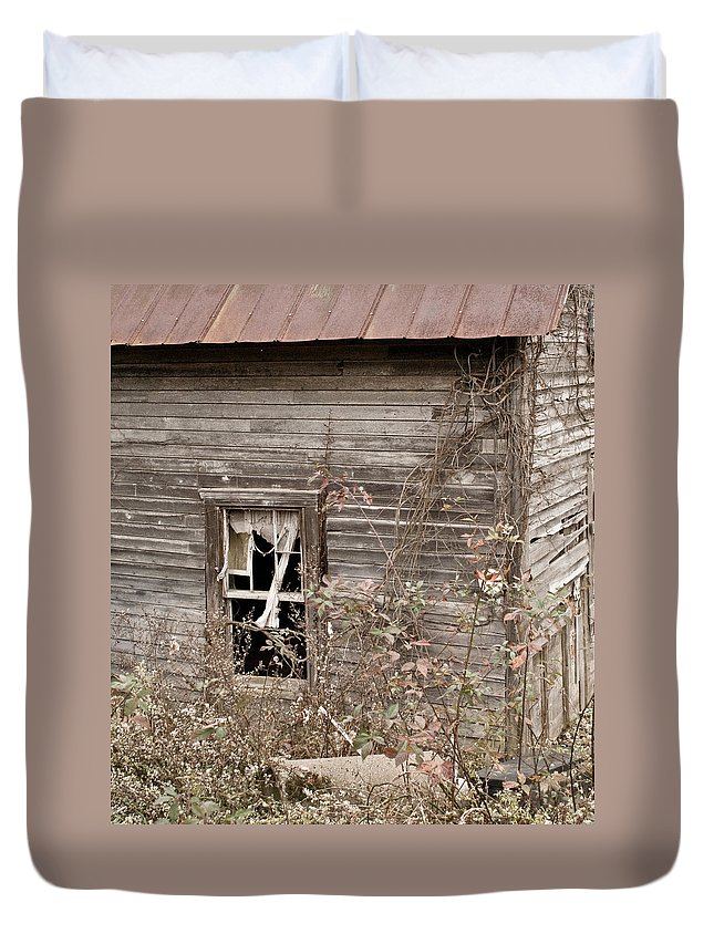 Morgan Duvet Cover featuring the photograph Ghostly Abndoned House by Douglas Barnett
