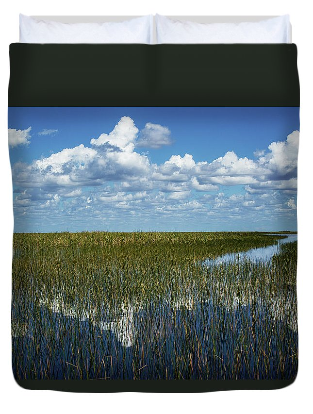 Everglades Duvet Cover featuring the photograph Glade's Glass by David Johnson