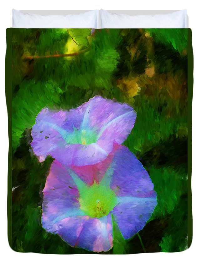 Floral Duvet Cover featuring the painting Gloria In The Shade by David Lane