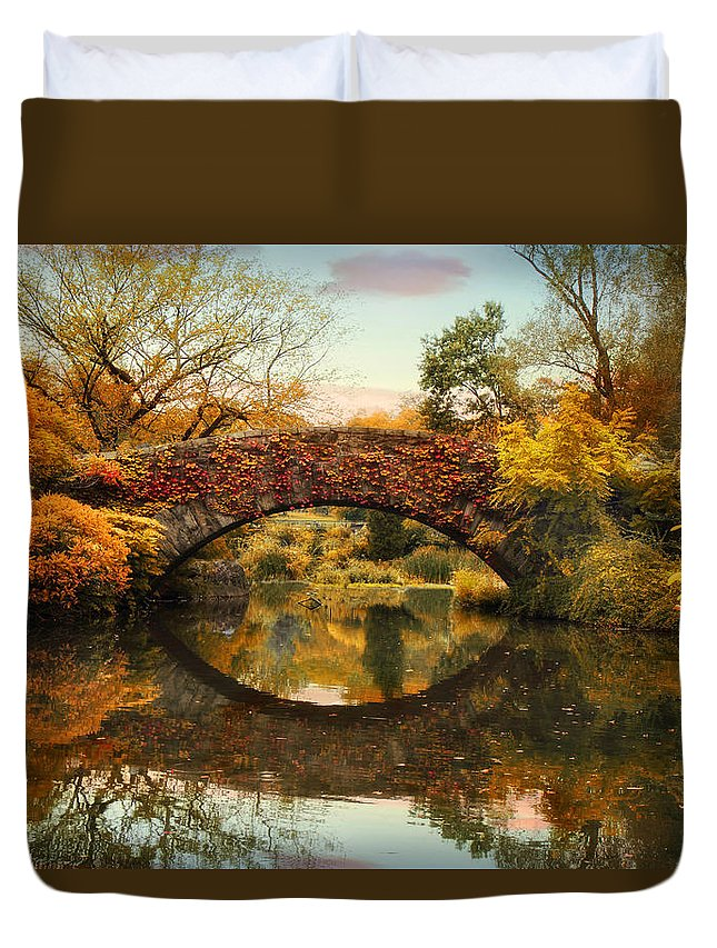 Bridge Duvet Cover featuring the photograph Glorious Gapstow  by Jessica Jenney
