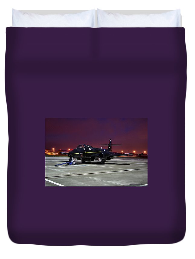Gloster Duvet Cover featuring the photograph Gloster Meteor T7 by Tim Beach