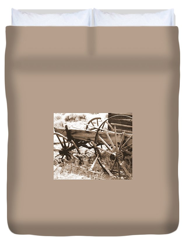 Western Duvet Cover featuring the photograph Goin' To Seed by Rusty Ruckel