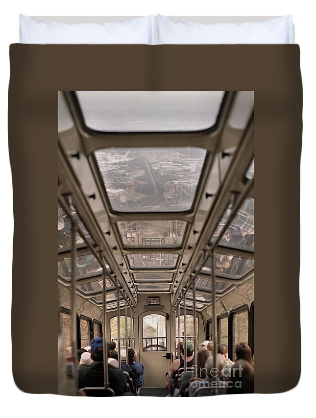 Cable Car Duvet Cover featuring the photograph Going Down by Richard Rizzo