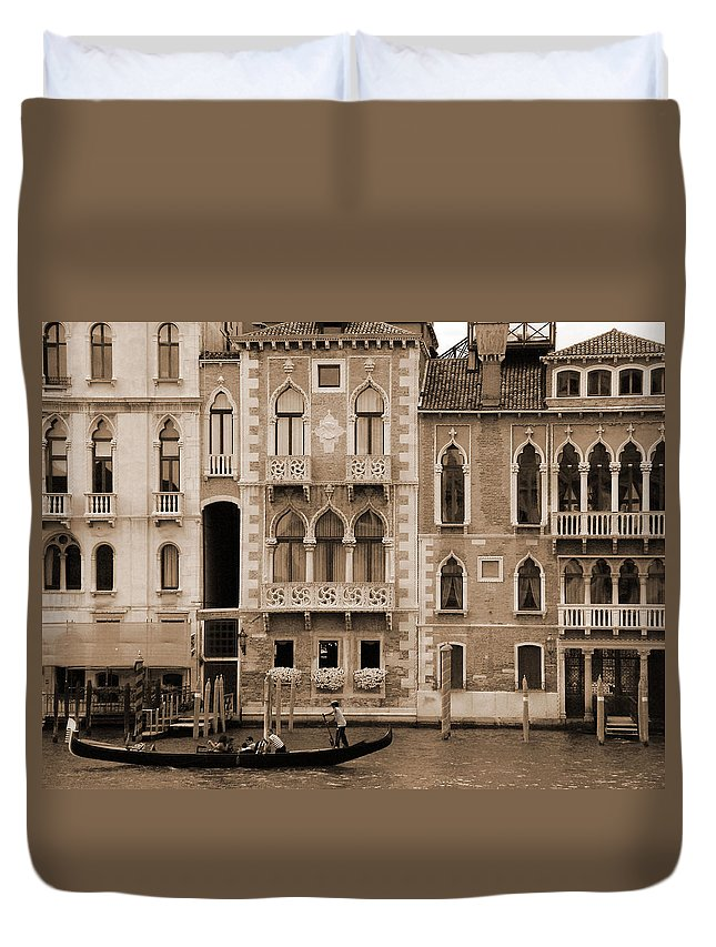 Gondola Duvet Cover featuring the photograph Gondola Crossing Grand Canal by Donna Corless