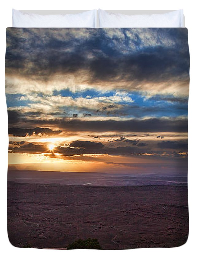 Utah Duvet Cover featuring the photograph The Long Wave Goodbye by Jim Garrison