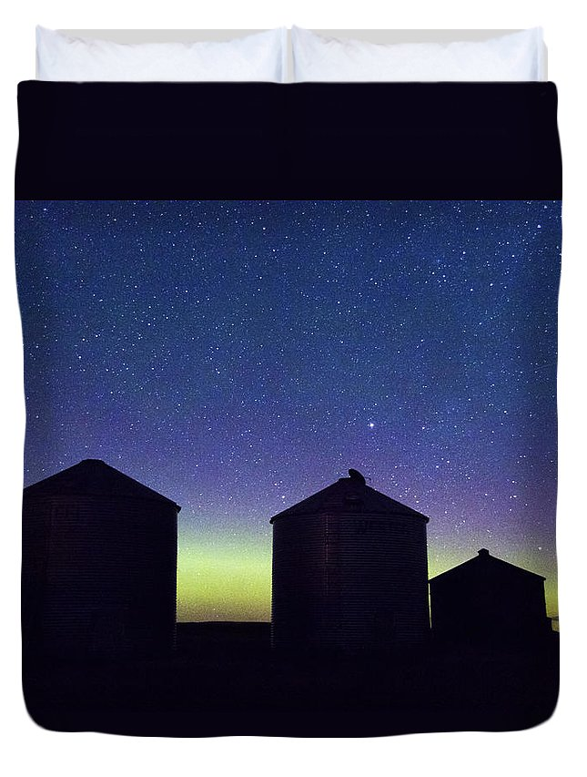 Duvet Cover featuring the photograph Grain Bin Skyline by Teresia Moore