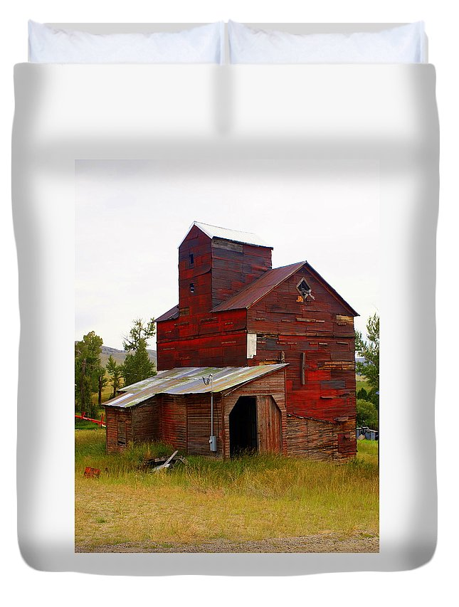 Grane Elevator Duvet Cover featuring the photograph Grain Elevator by Marty Koch