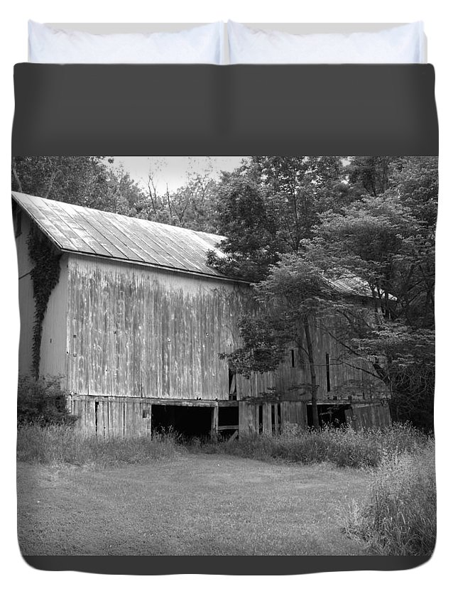 Barn Duvet Cover featuring the photograph Granville Barn Bw by Jeff Roney