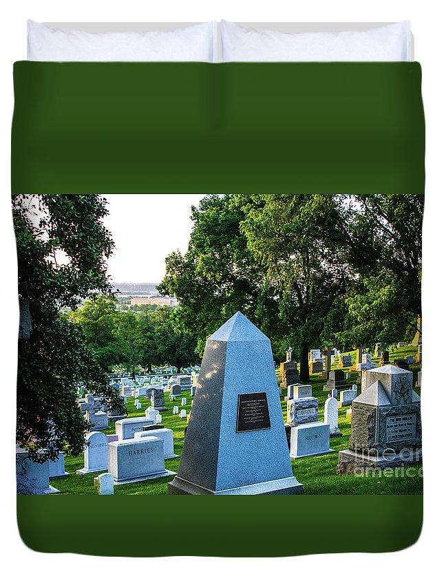 This Is A Sunrise Photo Of Graves At Arlington Cemetery Duvet Cover featuring the photograph Graves At Sunrise Arlington Cemetery by William Rogers