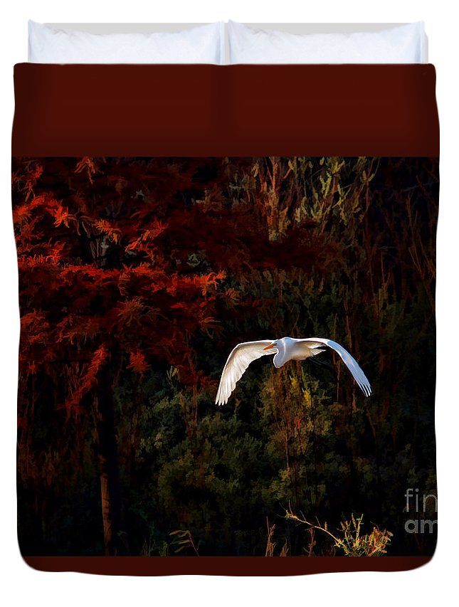 Great Egret Duvet Cover featuring the photograph Great Egret Paradise Flight by Blake Richards