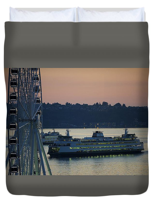 Seattle Ferry Boats Great Wheel Attraction Puget Sound Sunset Dusk West Waterfront Duvet Cover featuring the photograph Great Wheel In Seattle Wa by Rick Takagi