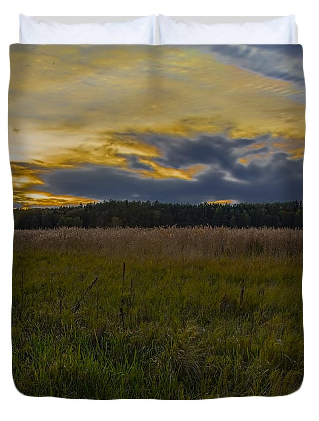 Sky Duvet Cover featuring the photograph Grongarn-dyarna by Leif Sohlman