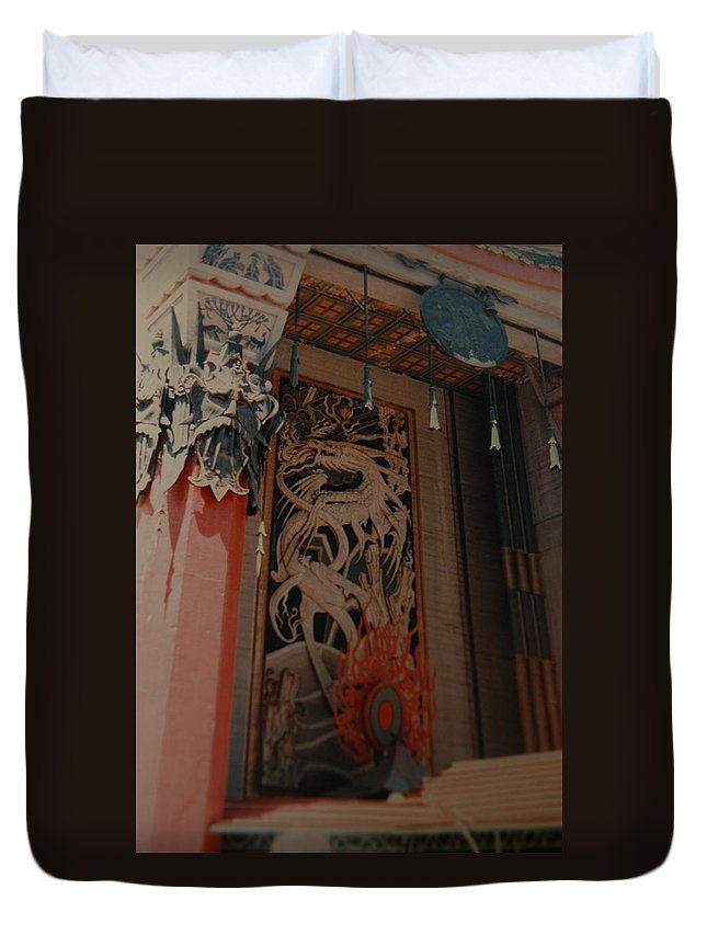 Grumanns Chinese Theater Duvet Cover featuring the photograph Grumanns Chinese Theater by Rob Hans