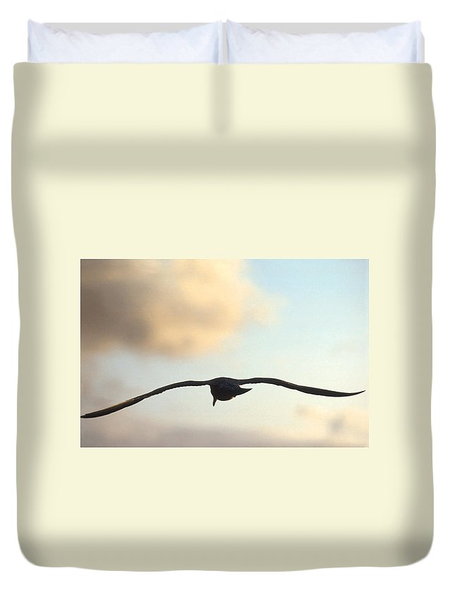 Bird Duvet Cover featuring the photograph Gull by Jerry McElroy