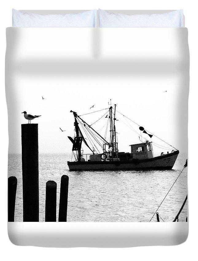 Gulls 1 Duvet Cover featuring the photograph Gulls 1 by Skip Hunt