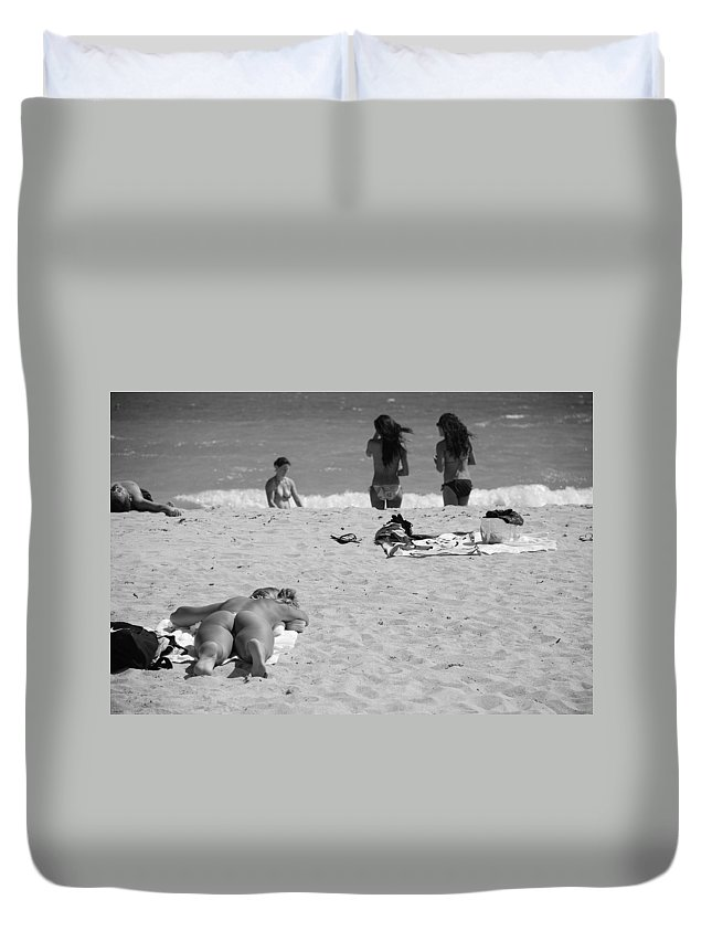 Miami Duvet Cover featuring the photograph Half Dead Half Alive by Rob Hans