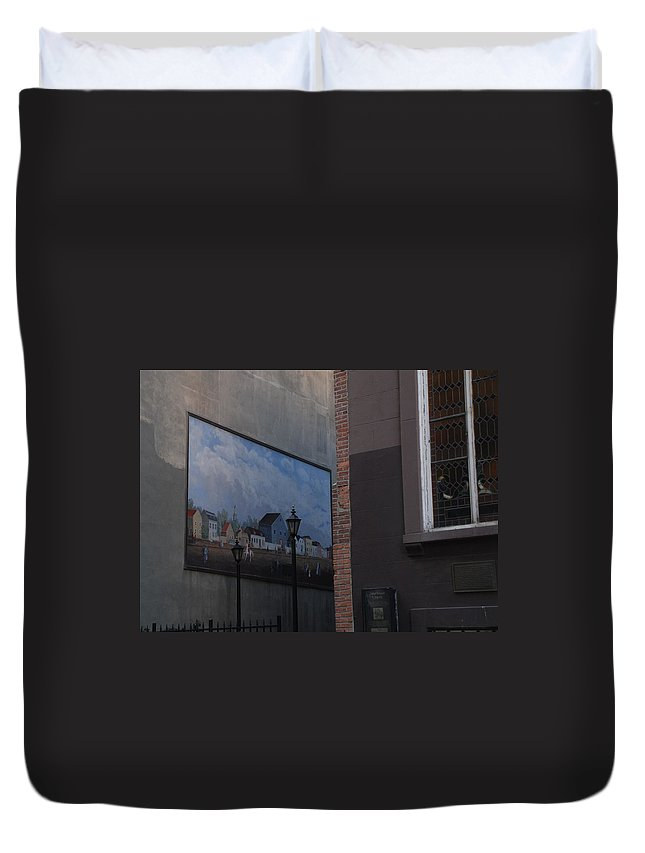 Street Scene Duvet Cover featuring the photograph Hanging Art In N Y C by Rob Hans