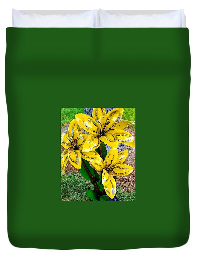 Metal Art Duvet Cover featuring the photograph Happiness by Constance Lang