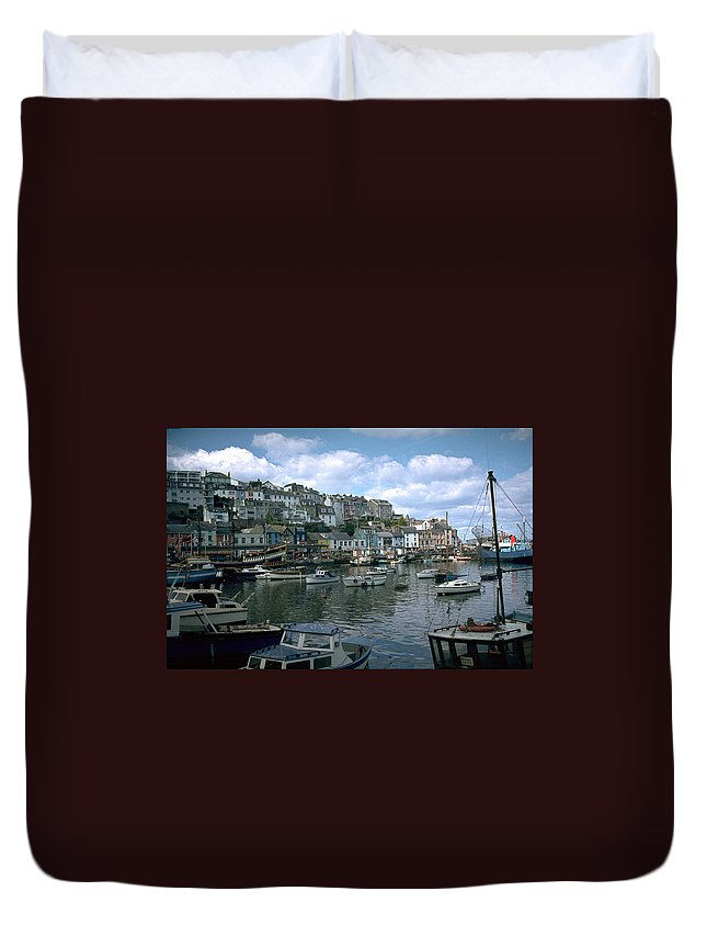 Great Britain Duvet Cover featuring the photograph Harbor by Flavia Westerwelle