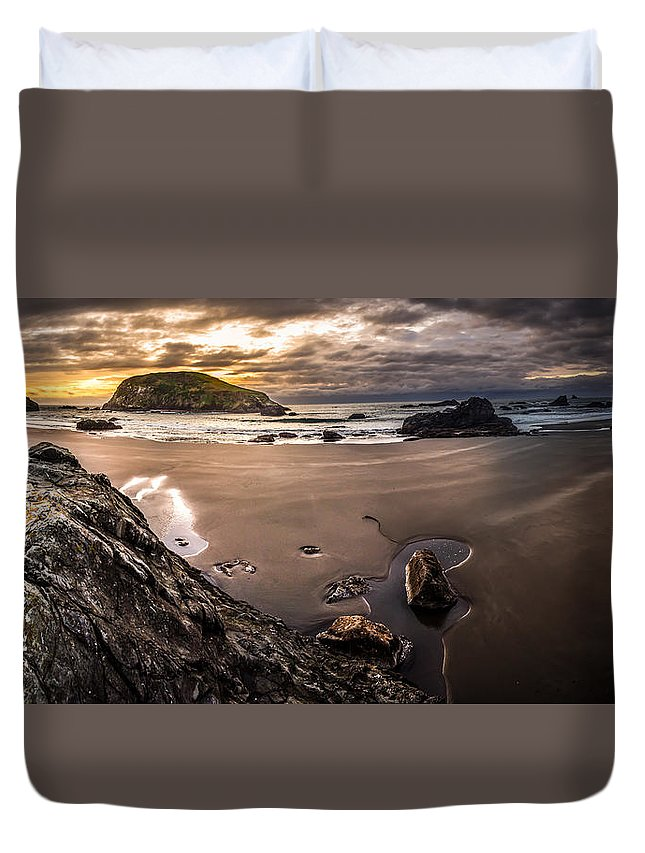 Harris Duvet Cover featuring the photograph Harris Beach Sunset by Dalton Zanetti
