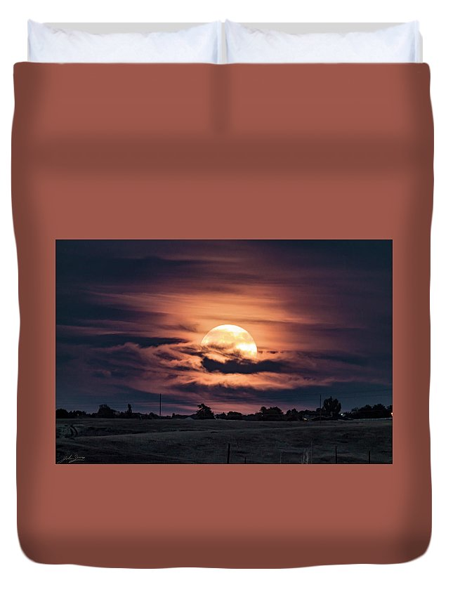 Duvet Cover featuring the photograph Harvestmoon by John Zeising