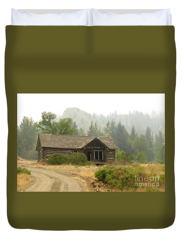 Cabin Duvet Cover featuring the photograph Hazy Days Of Summer by Frank Townsley