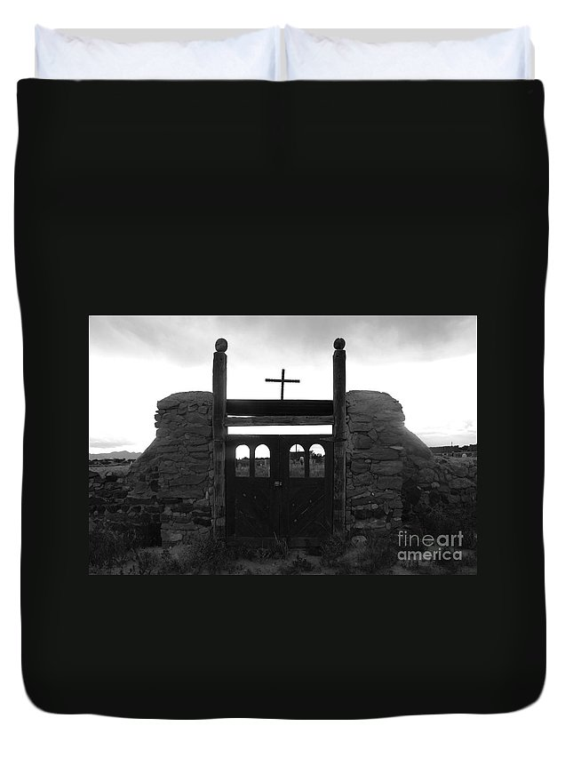 Heaven Duvet Cover featuring the photograph Heaven's Gate by David Lee Thompson