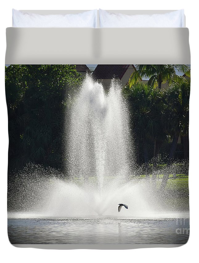 Heron Duvet Cover featuring the photograph Heron Across A Fountain by William Tasker