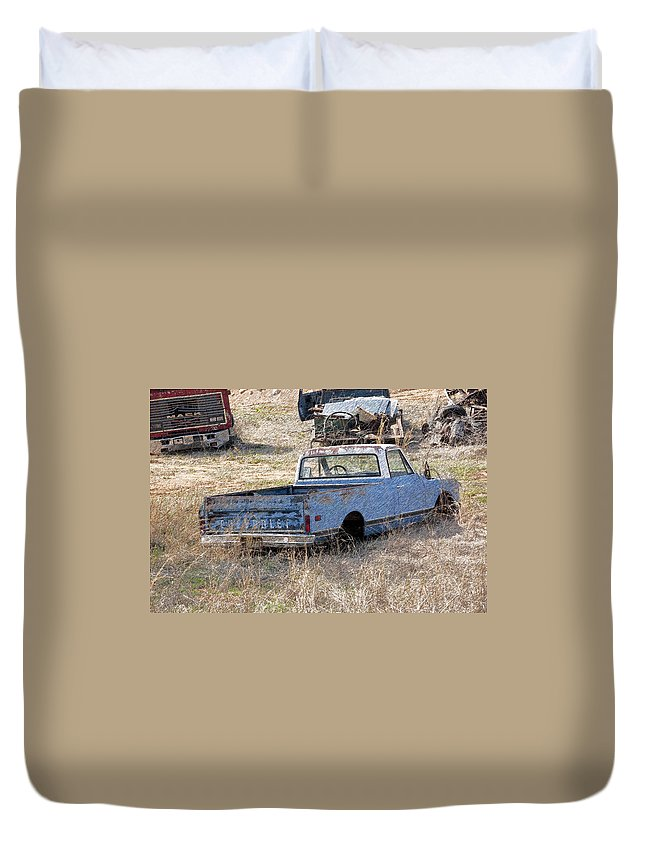 Chevrolet Duvet Cover featuring the photograph Hey Mack Gotta Light by Gary Adkins