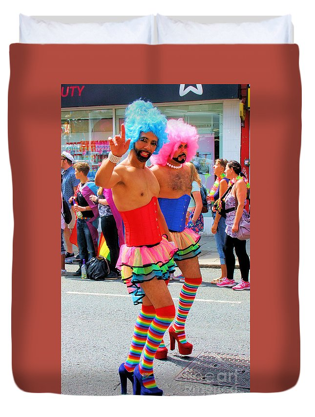 Brighton Duvet Cover featuring the photograph Hi There by Jamie McGrane
