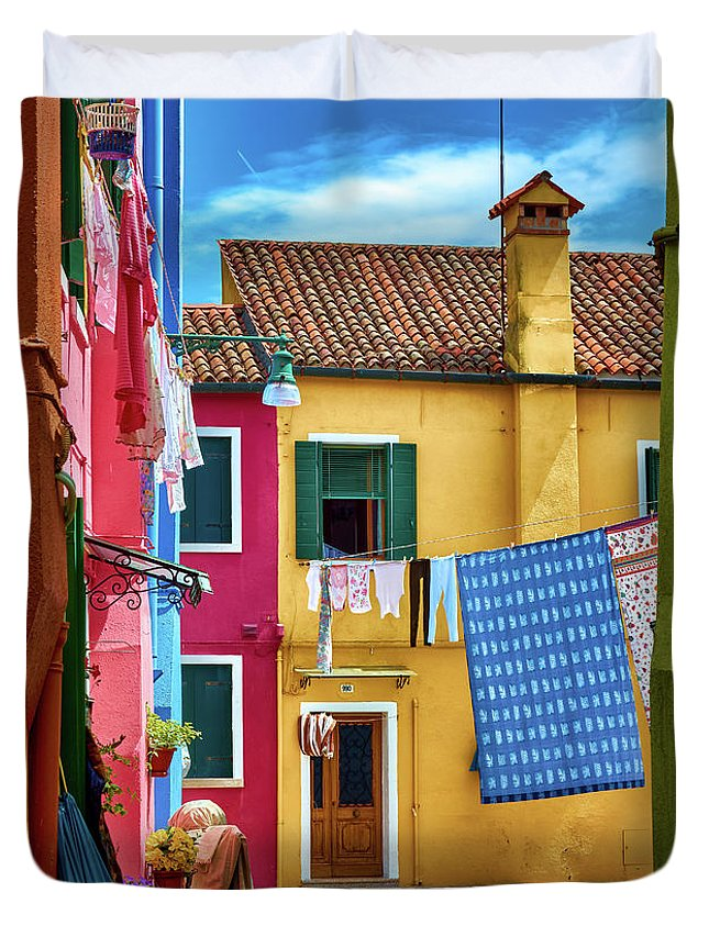 Colorful duvet cover with photo of a yellow house in Burano