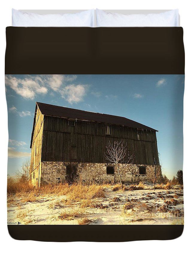 Winter Barn Duvet Cover featuring the photograph Hill Top Barn by Anthony Djordjevic