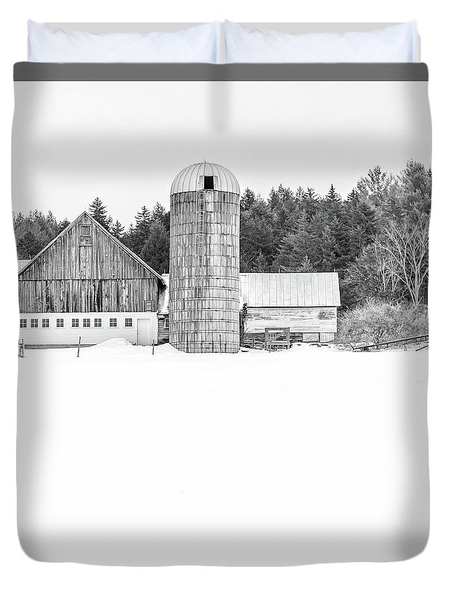 Quechee Duvet Cover featuring the photograph Hillside Road Barn And Silo by Edward Fielding