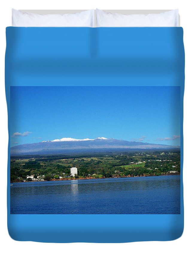 Hawaii Duvet Cover featuring the photograph Hilo Bay by Dina Holland