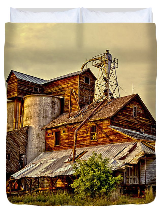 Historic Fairview Mill Duvet Cover featuring the photograph Historic Fairview Mill by David Simpson