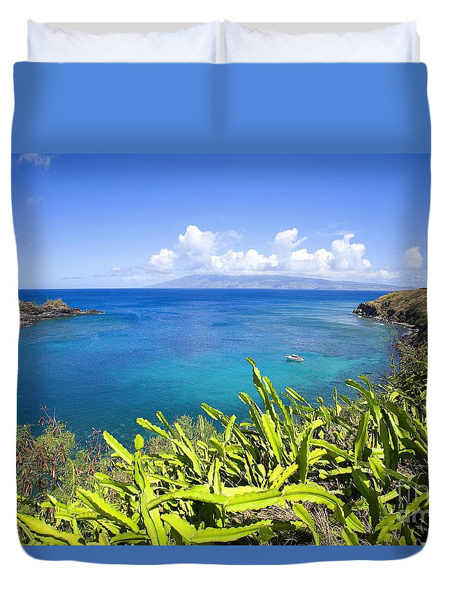 Above Duvet Cover featuring the photograph Honolua Bay by Ron Dahlquist - Printscapes