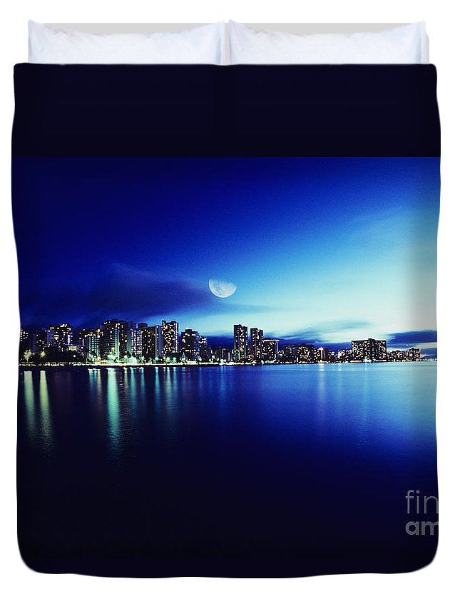 Afternoon Duvet Cover featuring the photograph Honolulu At Night by Carl Shaneff - Printscapes