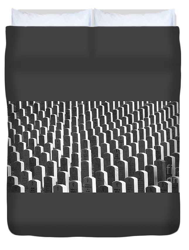 Graves Duvet Cover featuring the photograph Honor Of Heroes by Richard Rizzo