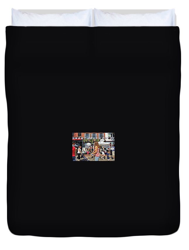2d Duvet Cover featuring the photograph Hot by Brian Wallace