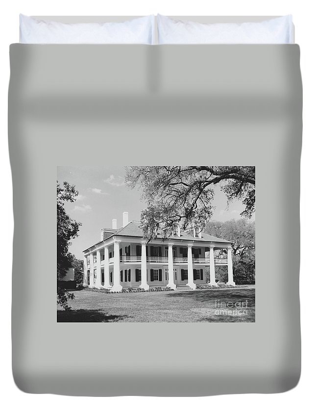 Plantation Homes Duvet Cover featuring the photograph Houmas House by Michelle Powell