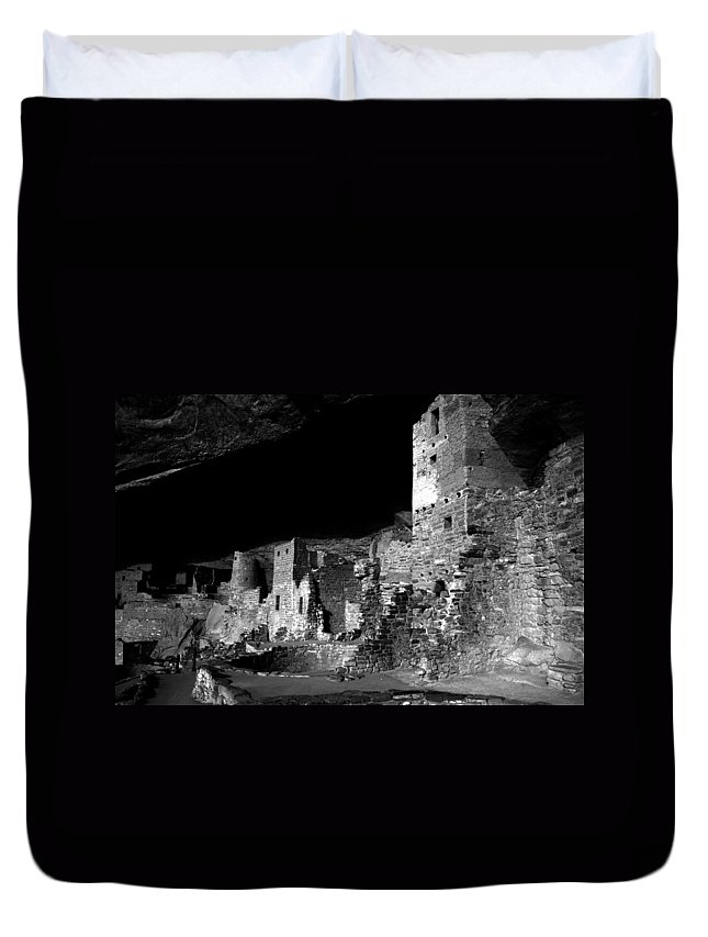 Mesa Verde National Park Colorado Duvet Cover featuring the photograph Houses Of The Holly by David Lee Thompson