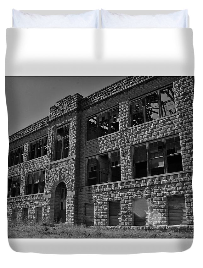 Hunter Kansas High School Duvet Cover featuring the photograph Hunter Kansas High School by Greg Rud