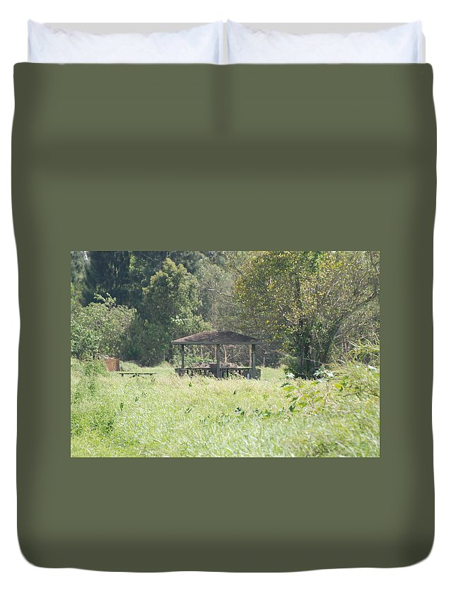 Grass Duvet Cover featuring the photograph Huppa In The Fields by Rob Hans